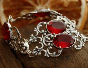 srebrna bransoletka z rubinami
