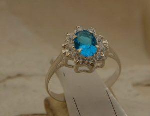 srebrny pierścionek akwamaryn i cyrkonie